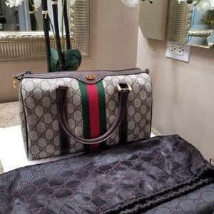 387adf508b8507 Women Old Style Gucci Handbags on Poshmark